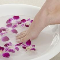 Fußbad, Fußbehandlung, Nagelpflege